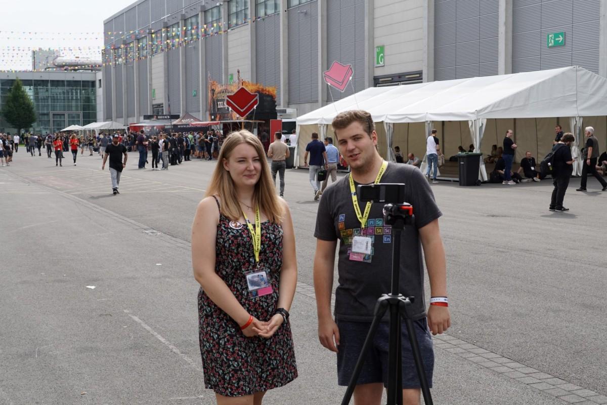 Vlog vor den Messehallen