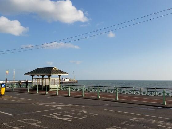 Promenade in Brighton (mit Meer)